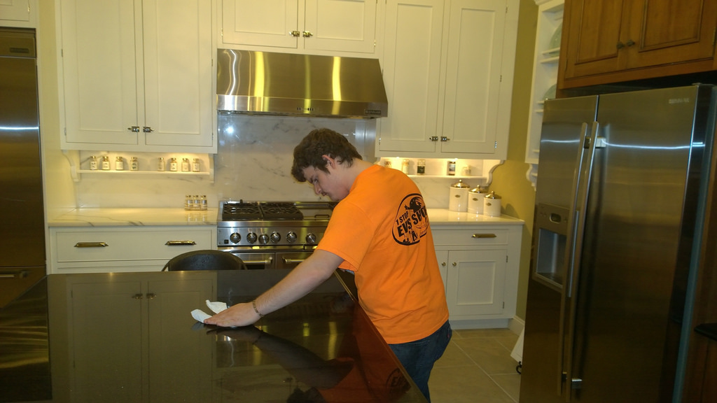 clean the kitchen countertops
