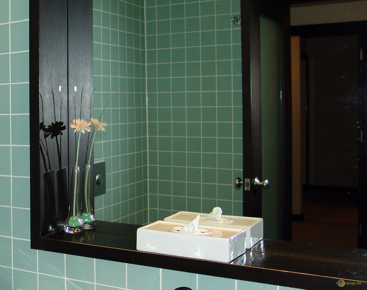 Expand mirror size to design small bathrooms