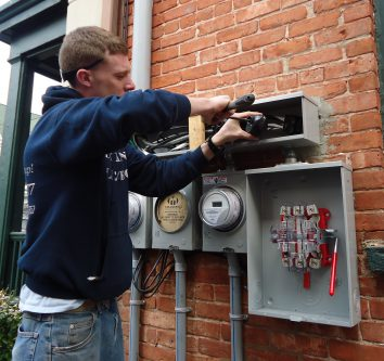 Avoid mistakes while hiring an electrician