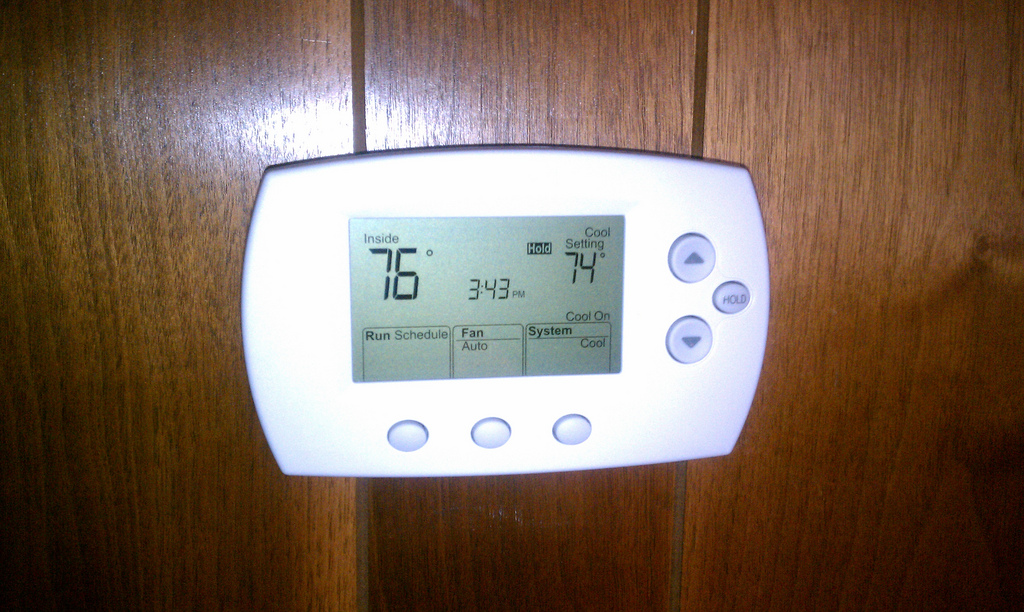 Thermostat of AC doesnt affect its cooling