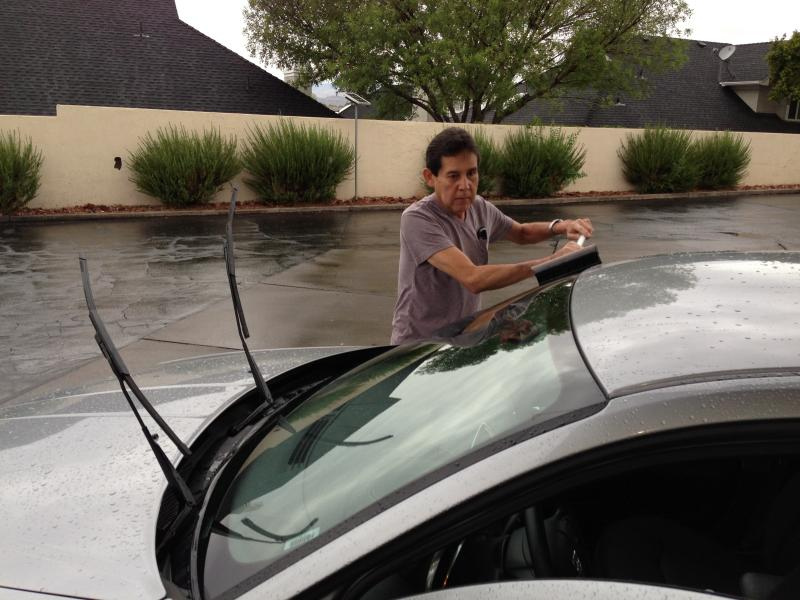cleaning the exterior of car windshield