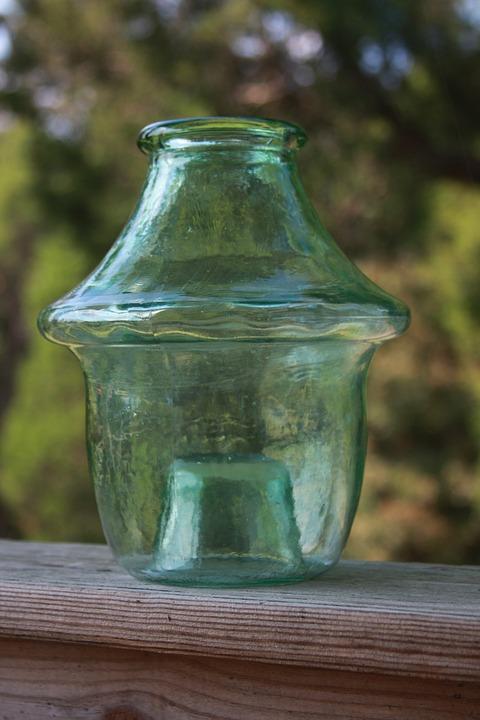 glass jar with apple cider vinegar
