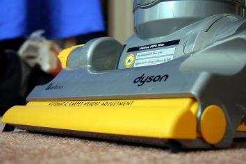 Vacuum cleaner having filter
