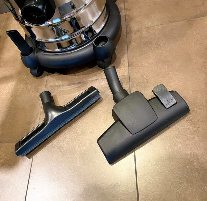 vacuum cleaner with accessories