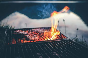 things to look for when buying a charcoal barbecue