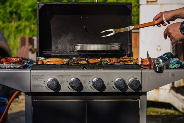 Things to look for when buying gas grill in 2021